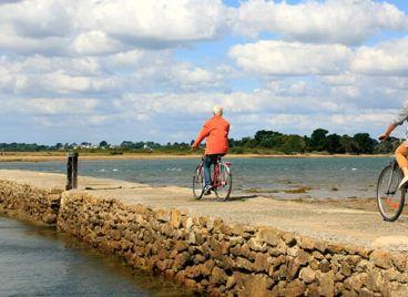 Vélo dans le Golfe du Morbihan ® Loic Kersuzan