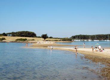 La plage des Sept-îles à quelques minutes des gîtes Les Hauts de Toulvern