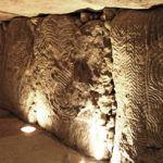 L'intérieur du Dolmen de Gavrinis