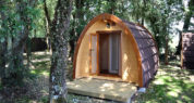 Lodge sanitaires : douche et lavabo