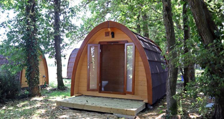 Lodge sanitaires : toilettes et lavabo