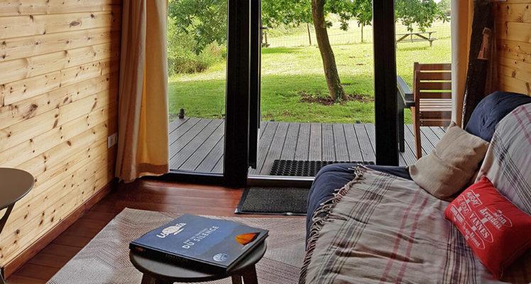 Tiny House 2/4P : Vue sur la campagne du canapé