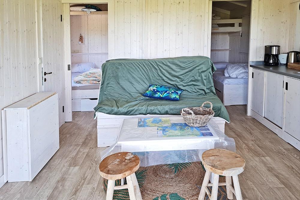 Séjour avec canapé lit - meubles inclus